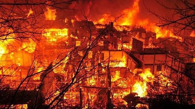 Un incendio arrasa la legendaria ciudad tibetana de Dukezong