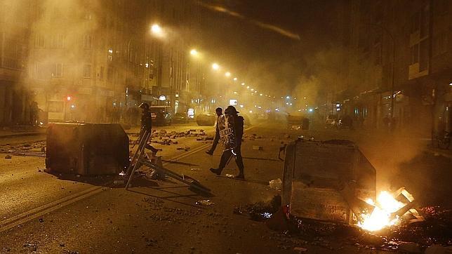 Cargas policiales y numerosos desperfectos en el mobiliario urbano durante una manifestación en Burgos
