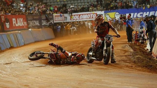 Marquez se rompe tibia y peroné practicando Dirt Truck