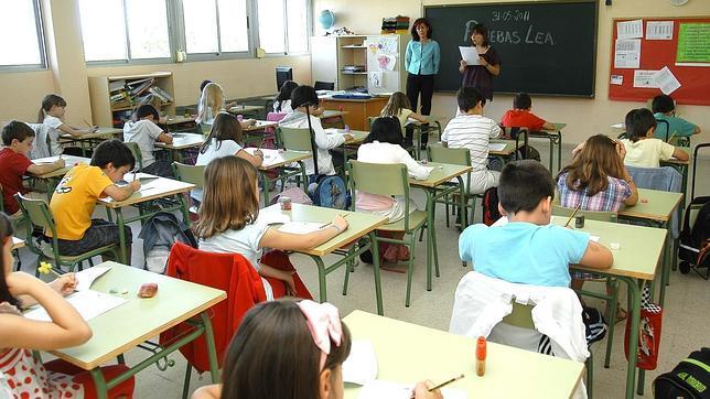 La Comunidad de Madrid aumentará una hora semanal de Lengua y Matemáticas y dará más peso al inglés en Primaria