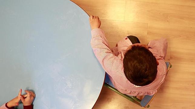 Los niños con autismo parecen estar aislados del mundo