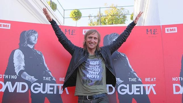 A David Guetta se le estropea su pendrive e interrumpe su concierto