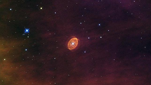 Resultado de imagen de Estrella muriendo se encuentra a 15 millones de años luz de la Tierra. Foto: NASA