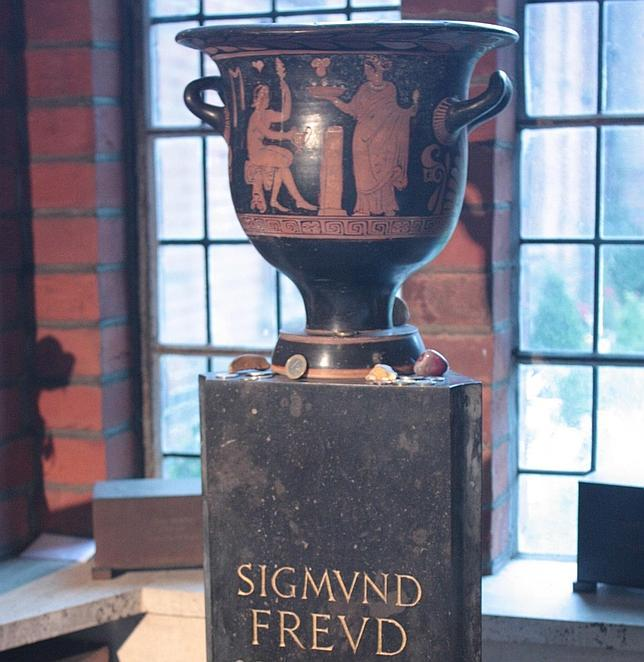 Intentan robar la urna con las cenizas de Sigmund Freud