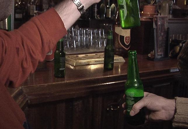 La explicación científica de por qué se desborda la cerveza