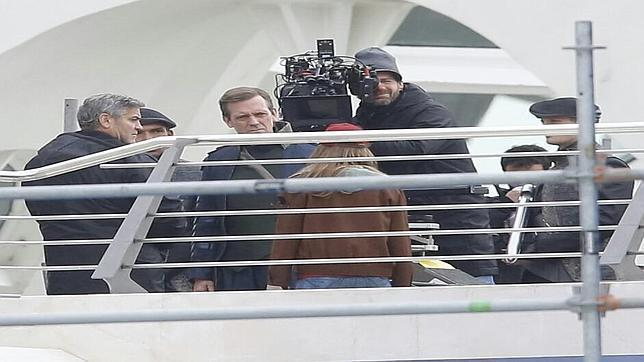 Pictures: George Clooney on set in Valencia with Hugh Laurie Clookoneymponce--644x362