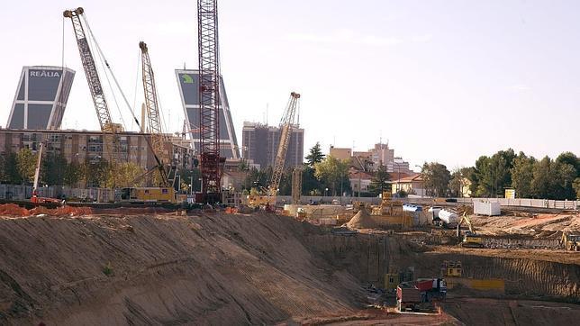 Imagen del centro de convenciones en el estado en que estaba en octubre de 2009, poco antes de paralizarse las obras