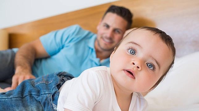 «Los padres no cuidan peor de los hijos, es que las madres quieren que lo hagan como ellas»