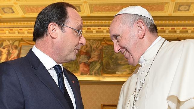 Llamativa frialdad en la visita de Hollande al Papa Francisco