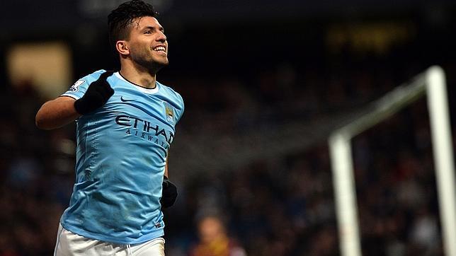 El Kun Agüero celebra un gol. / AFP