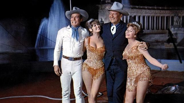 De izquierda a derecha: John Smith, Claudia Cardinale, John Wayne y Rita Hayworth, con el estanque de El Retiro al fondo