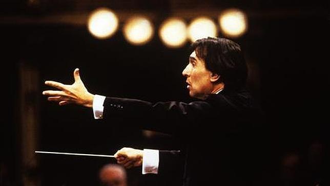La Scala de Milán abre puertas y ventanas para homenajear a Claudio Abbado