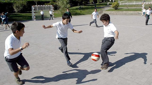 El País Vasco quiere limitar que los niños jueguen al fútbol en el recreo