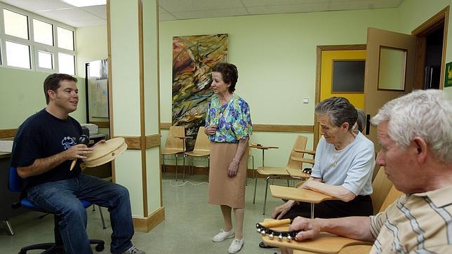 La música favorece el movimiento y mejora la calidad de vida en los enfermos neurológicos