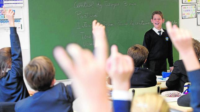 Los niños españoles suspenden al hablar en público