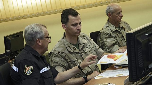 El Príncipe visita la Brigada Paracaidista coincidiendo con su 46 cumpleaños