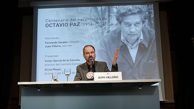 El escritor y periodista Juan Villoro durante la charla