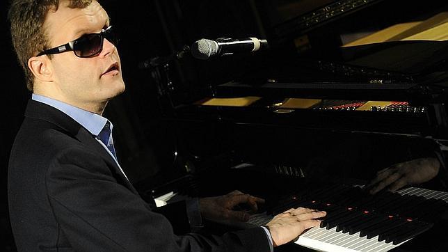 Derek Paravicini, el genio musical de una persona autista y ciega de nacimiento