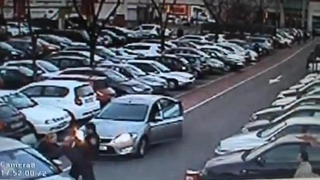 Roba en Madrid un coche con un bebé dentro pese a las súplicas de la madre