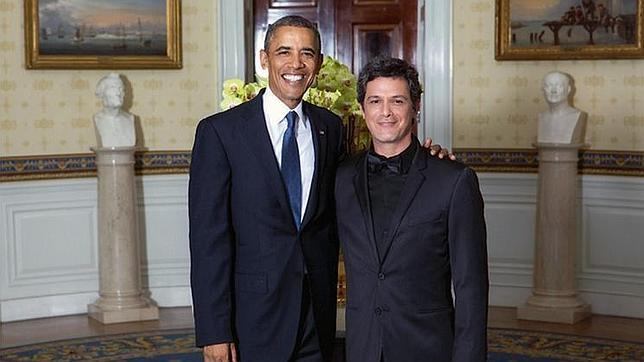 ¿Cuánto mide Alejandro Sanz? - Estatura real: 1,70 - Real height Alejandro-sanz-obama--644x362