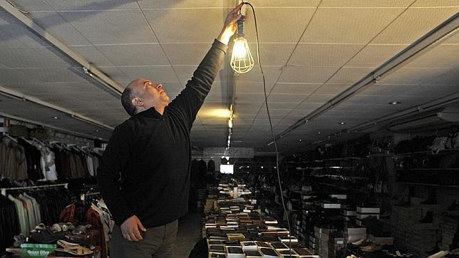 Industria vuelve a modificar con sigilo y al alza las tarifas eléctricas domésticas
