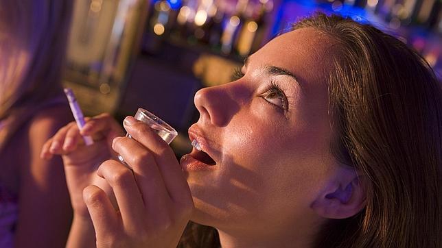 Los «atracones» de alcohol de fin de semana duplican el riesgo de muerte