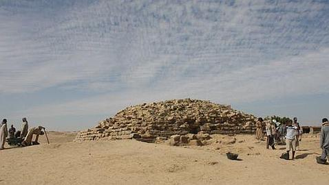 Descubren en Egipto una pirámide escalonada de 4.600 años de antigüedad