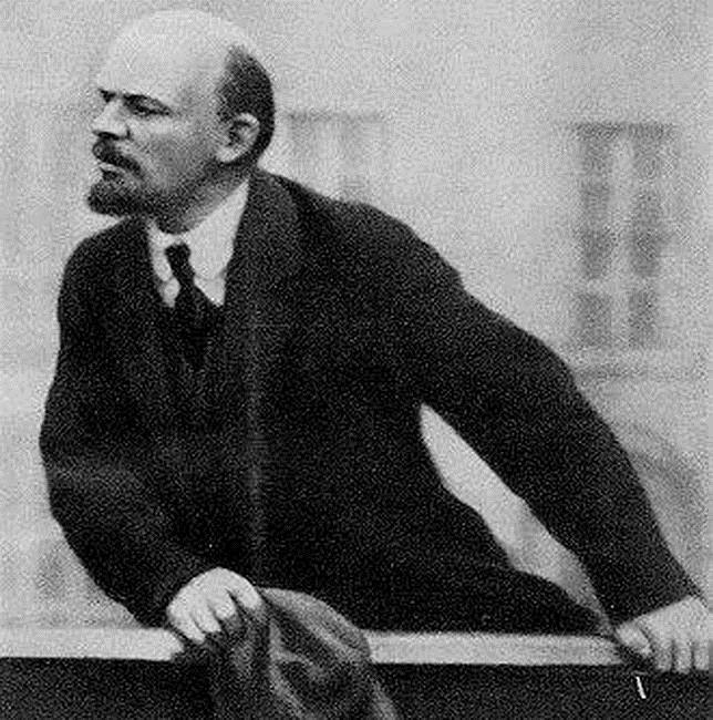Lenin en un mitin