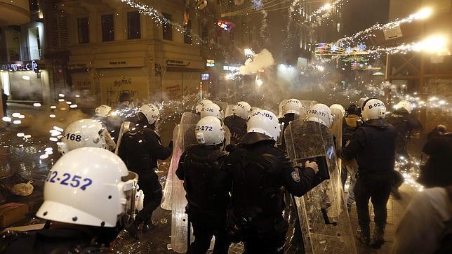 Enfrentamientos en Estambul en una protesta contra la censura en internet