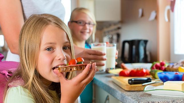 Un buen desayuno en la adolescencia, clave para prevenir el riesgo de obesidad