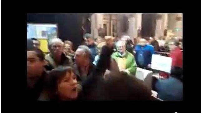 Un grupo proabortista irrumpe en una misa en una iglesia de Palma de Mallorca