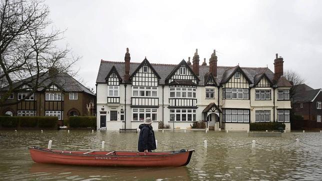 Sur de Inglaterra sufre las peores inundaciones en decadas