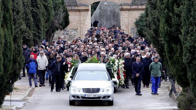 El entierro de Eduardo del Blanco se ha celebrado bajo un intenso frío y lluvia