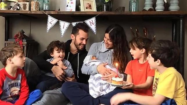 Un emocionante vídeo recoge la historia de un bebé que vivió diez días