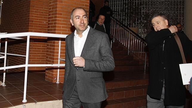 La juez imputa por violencia de género a Alejandro Soler, que pide la baja del PSOE