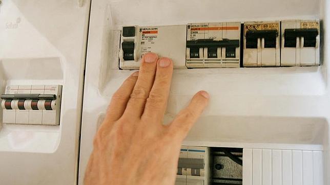 Competencia mantiene el precio del contador de luz aunque for Contador de luz precio