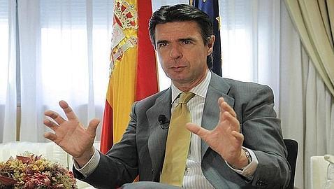 Soria asegura que el referendo sobre las prospecciones en Canarias es «ilegal»