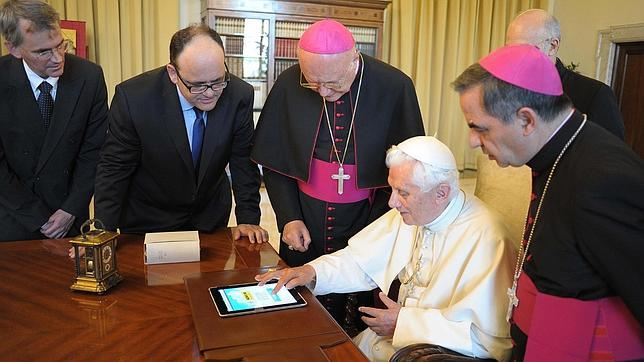 «El Papa Francisco redacta personalmente un buen número de tuits»
