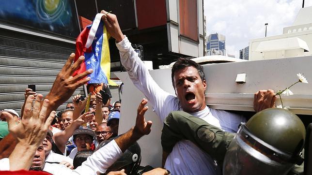 Leopoldo López se entrega a la Guardia Nacional venezolana
