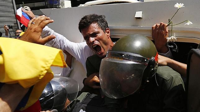 Leopoldo López se entrega a Maduro para «despertar al pueblo» venezolano