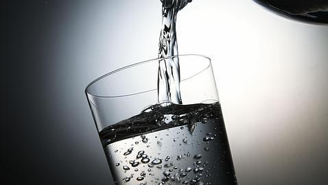 ¿Es recomendable el agua con gas?