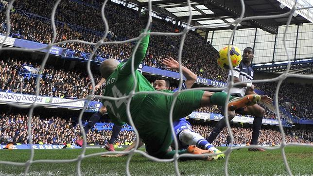 El Chelsea gana in extremis y mantiene el liderato