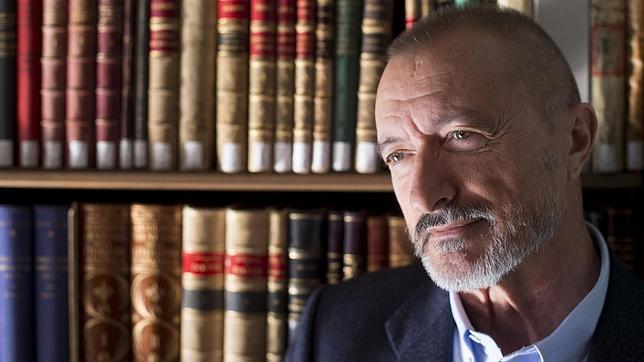 Pérez-Reverte: «Twitter tiene un lado peligroso que me desagrada»