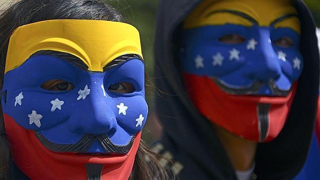 Los estudiantes venezolanos piden la expulsión de los «comunistas cubanos»