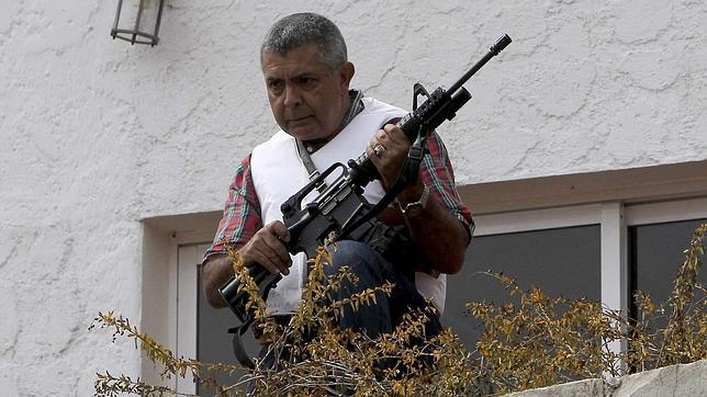 Se atrinchera en su casa el exgeneral venezolano acusado por Maduro de incitar a las protestas