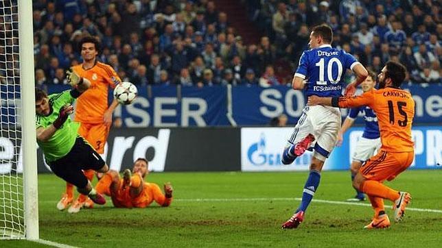 Así narró Manolo Lama el paradón de Casillas ante el Schalke