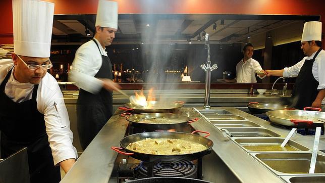 La paella entra como asignatura en la mejor academia de - Las mejores baterias de cocina del mundo ...