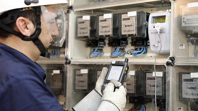 Competencia confirma que el precio de la luz puede bajar con el nuevo mecanismo