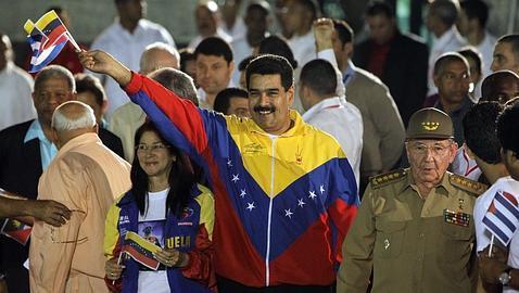 Nicolás Maduro junto a Raúl Castro