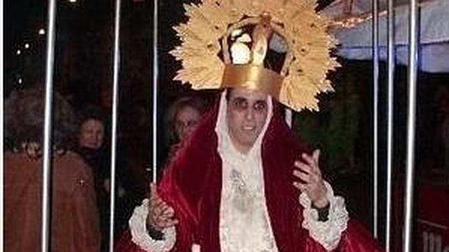Piden la dimisión de un concejal murciano que se disfrazó de Virgen